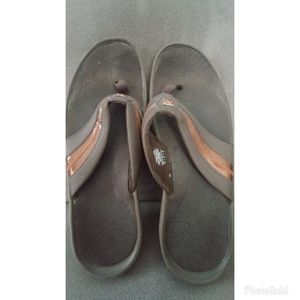 New Balance Brown Sandals - Size 10